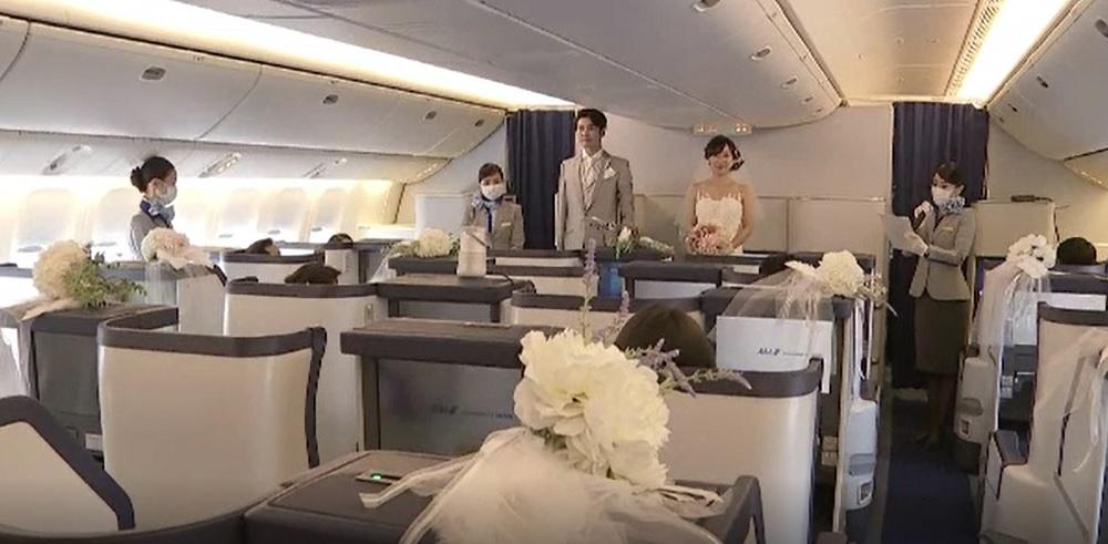 O companie aeriană din Japonia a transformat un avion în salon pentru nunți