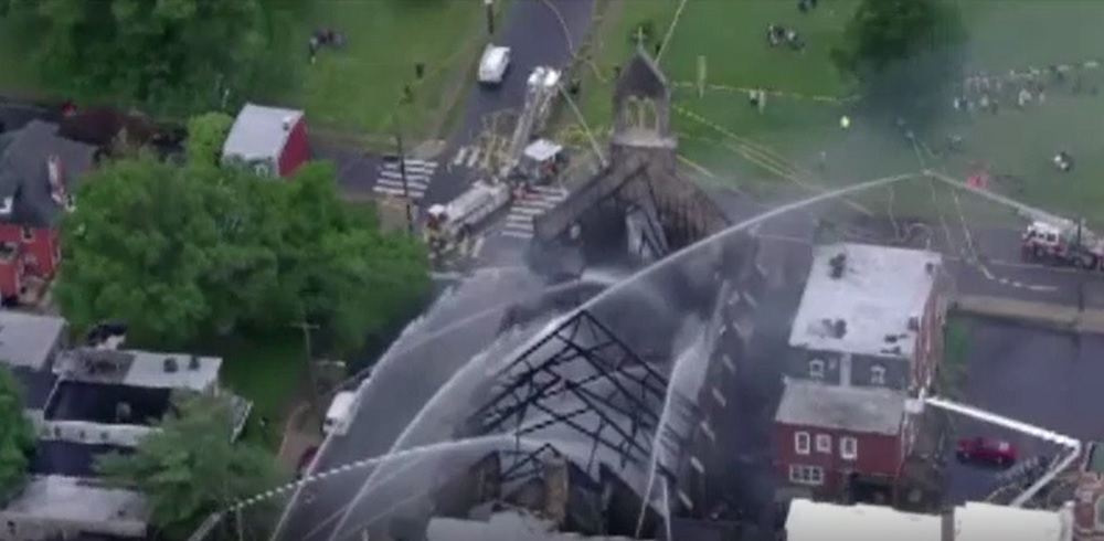 Dezastru în SUA. O biserică veche de peste 125 de ani a fost distrusă de un incendiu