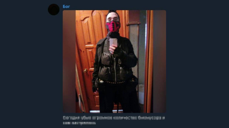 Prima imagine cu autorul atacului din Rusia. Momentul în care a intrat în școală și a deschis focul