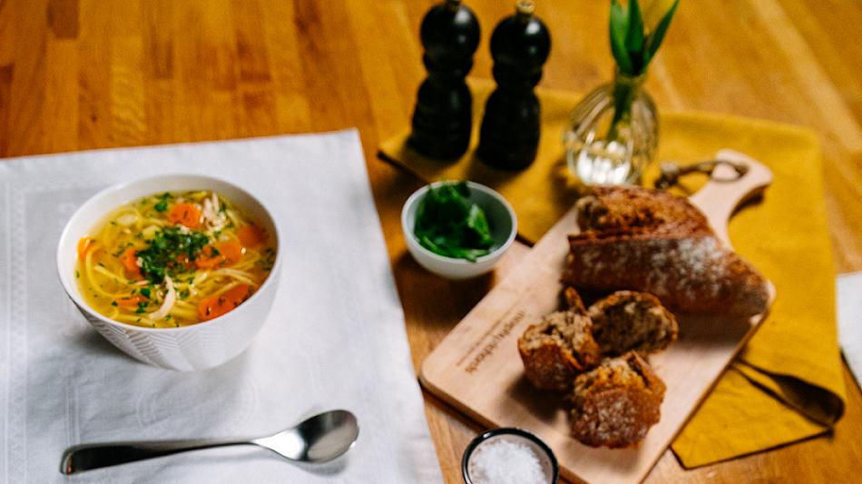 (P) Rețeta preferată de supă, acum pregătită de un nou gadget simplu, rapid și cu același gust de acasă