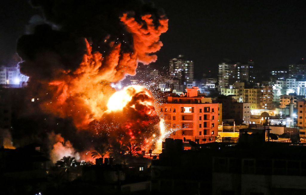 Război în Fâșia Gaza. Israelul intensifică raidurile aeriene şi combate revoltele interne