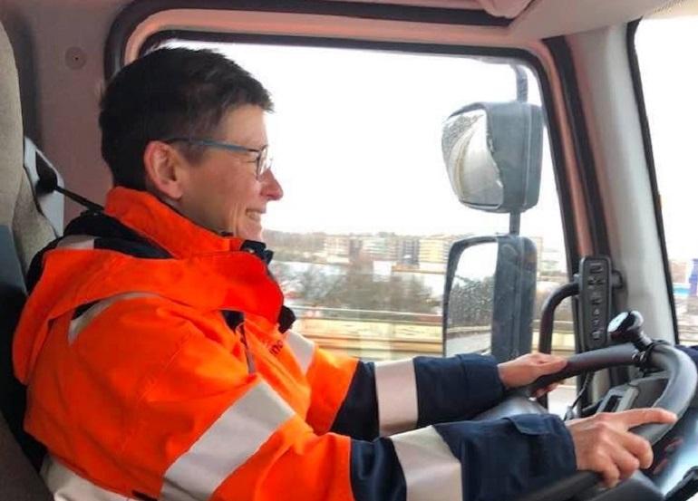 O fostă primăriță din Suedia a ajuns șofer pe mașina de gunoi, după ce a pierdut alegerile