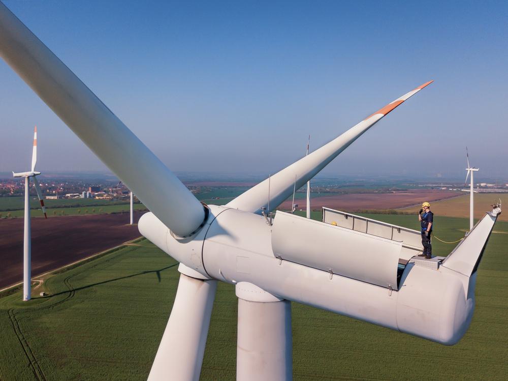 Un bărbat a murit după ce a fost prins în rotorul unei turbine eoliene, în Constanța