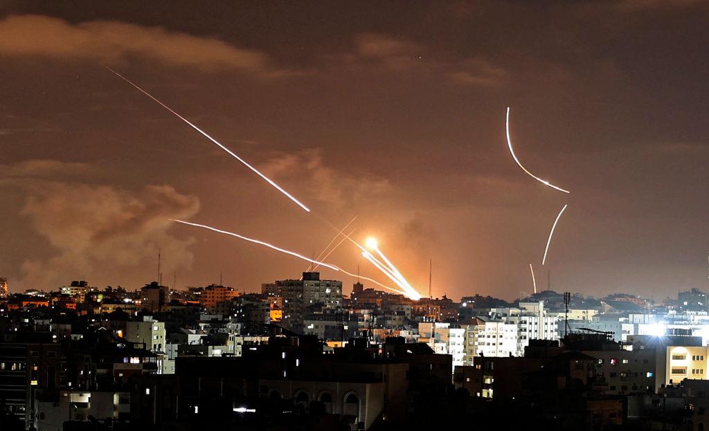 Trei rachete, lansate din Liban spre coasta de nord a Israelului. Mai multe trupe sunt trimise la granița cu Gaza