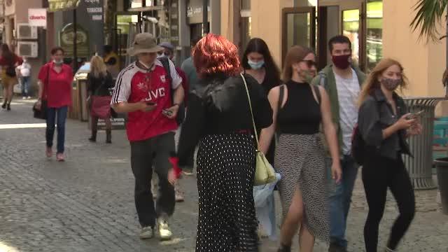 Ultima zi în care masca de protecție este obligatorie în exterior. Cum a arătat vineri centrul vechi din Capitală