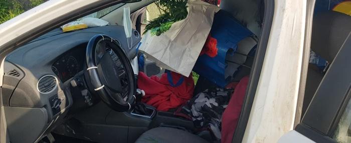 Ce ascundea în mașină un șofer din Arad. A fugit imediat când i-a văzut pe polițiști