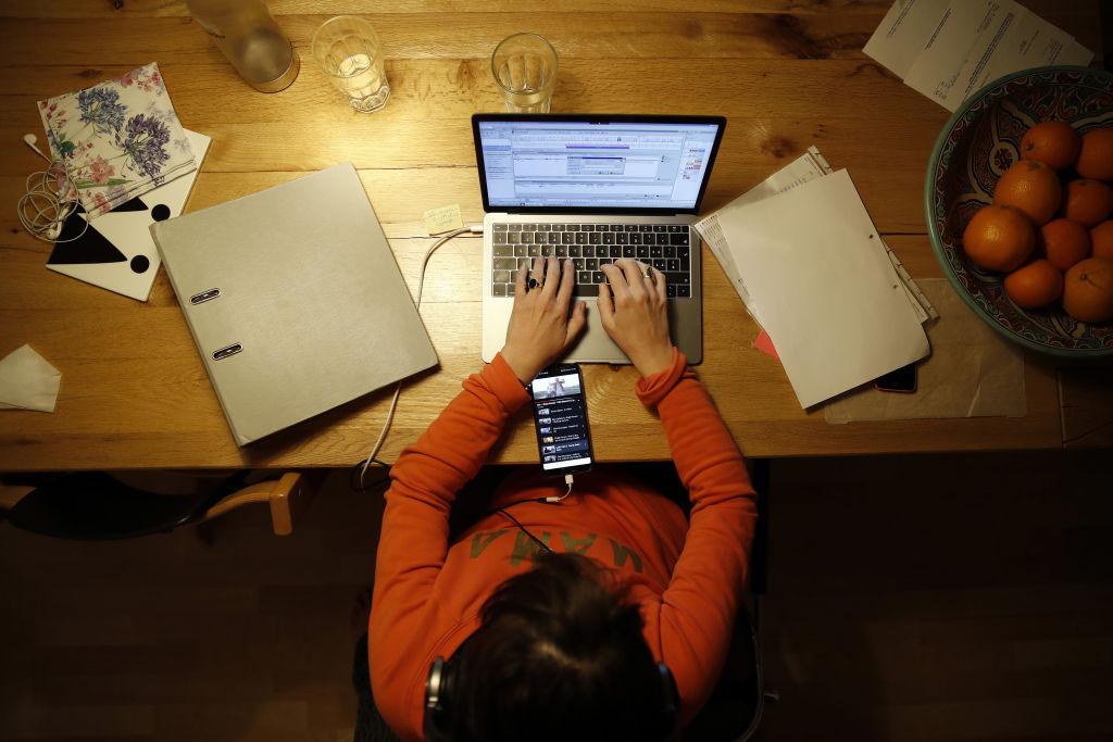 Doar 2,5% dintre angajații din România muncesc de acasă. Care este țara unde peste un sfert din salariați nu merg la birou