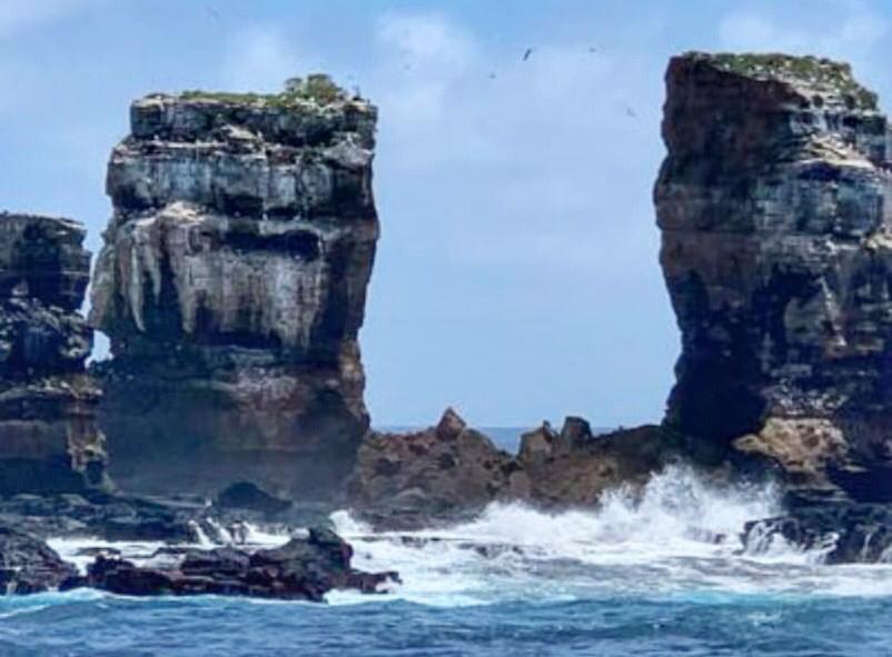 Una dintre cele mai cunoscute formaţiuni stâncoase din Insulele Galapagos s-a prăbuşit în mare