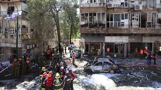 Civilii duc povara conflictului dintre Israel și Hamas. În fața caselor arse, evreii, arabii și creștinii au semnat un pact