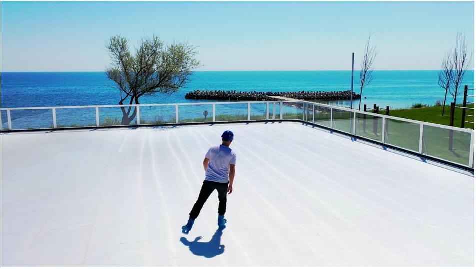 (P) Premieră europeană: Waterboyz a instalat primul patinoar ECO pe o plajă din România