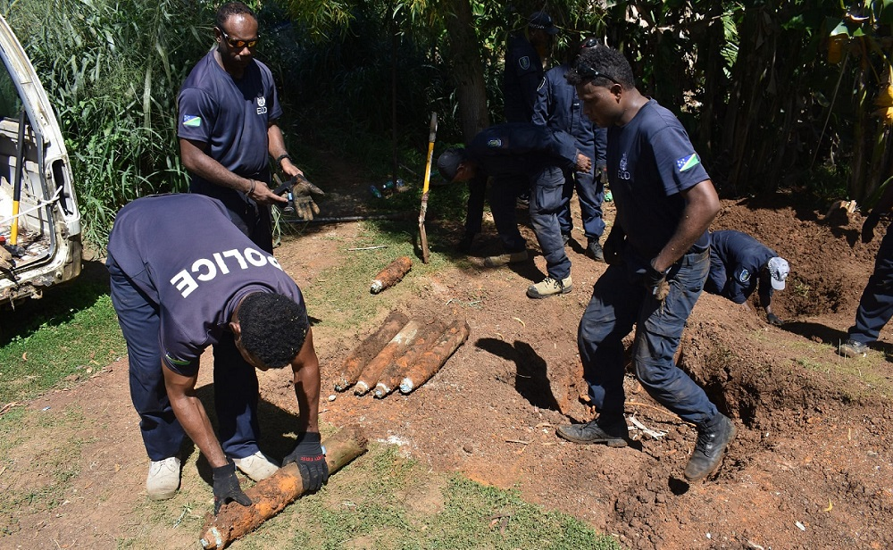 Peste 100 de bombe neexplodate au fost descoperite în curtea unei case din Insulele Solomon
