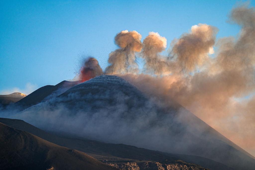 Vulcanii Stromboli şi Etna au erupt în aceeaşi zi