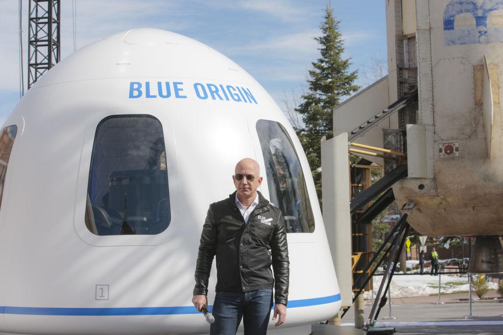 2,4 milioane de dolari, oferiţi la licitaţia pentru un loc în primul zbor turistic în spațiu. Când va pleca nava New Shepard