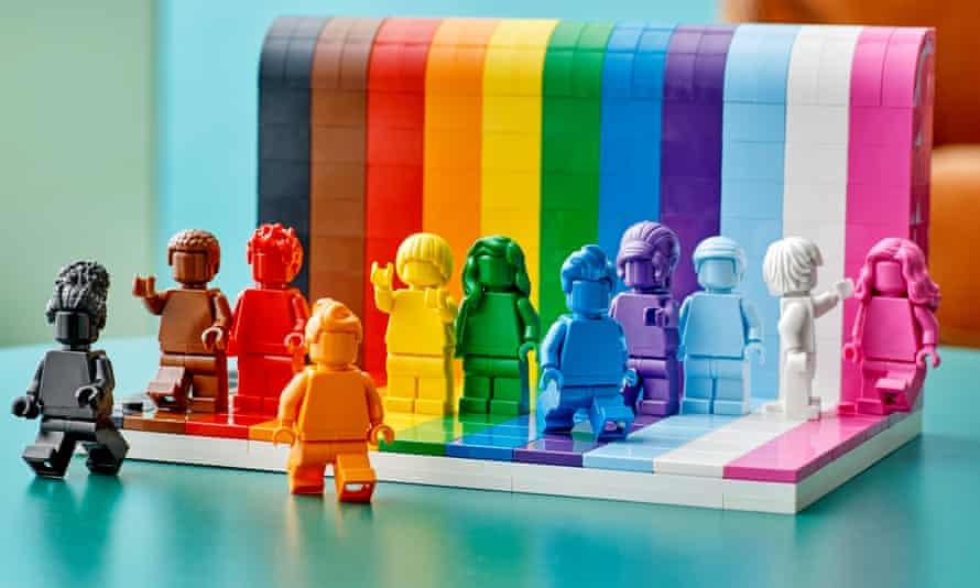 Lego va lansa primul set de jucării LGBTQIA+