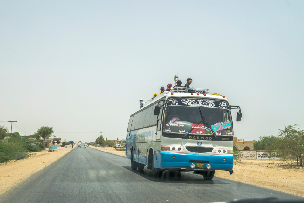 14 morţi în Pakistan, după ce un autobuz cu pasageri s-a răsturnat