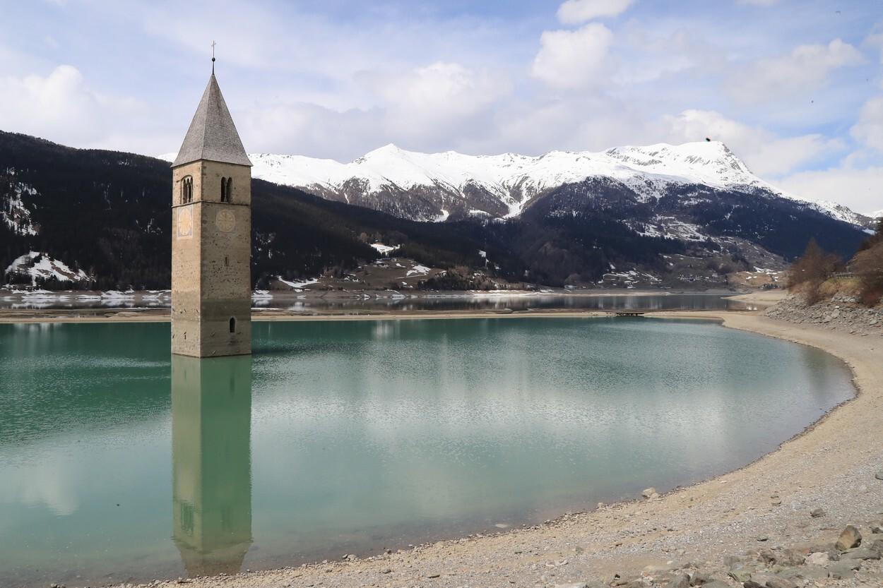 Ruinele unui sat din Italia au ieşit la iveală după drenarea unui lac. VIDEO