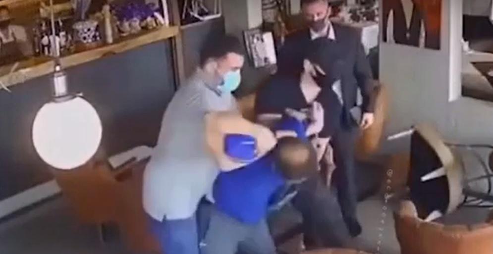 Doi pușcași marini, filmați în timp ce răpeau un om de afaceri pentru o răscumpărare uriașă