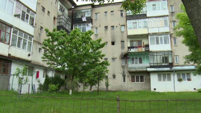O femeie din județul Dâmbovița, rănită grav, după ce a căzut de la etajul unui bloc