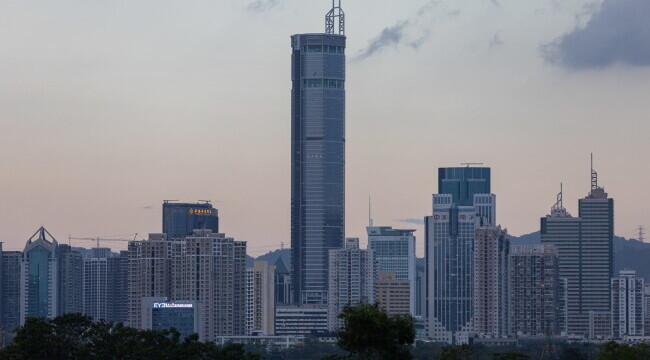 Turnul din Shenzhen care s-a clătinat de mai multe ori a fost închis