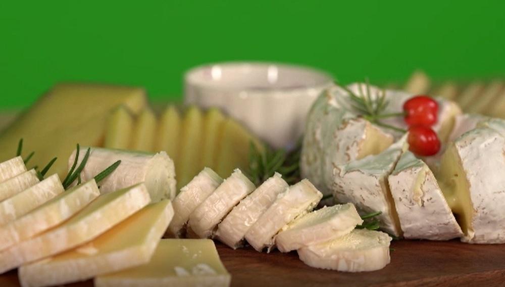 România devine o ţară a brânzeturilor. Producem de trei ori mai mult ca acum 20 de ani