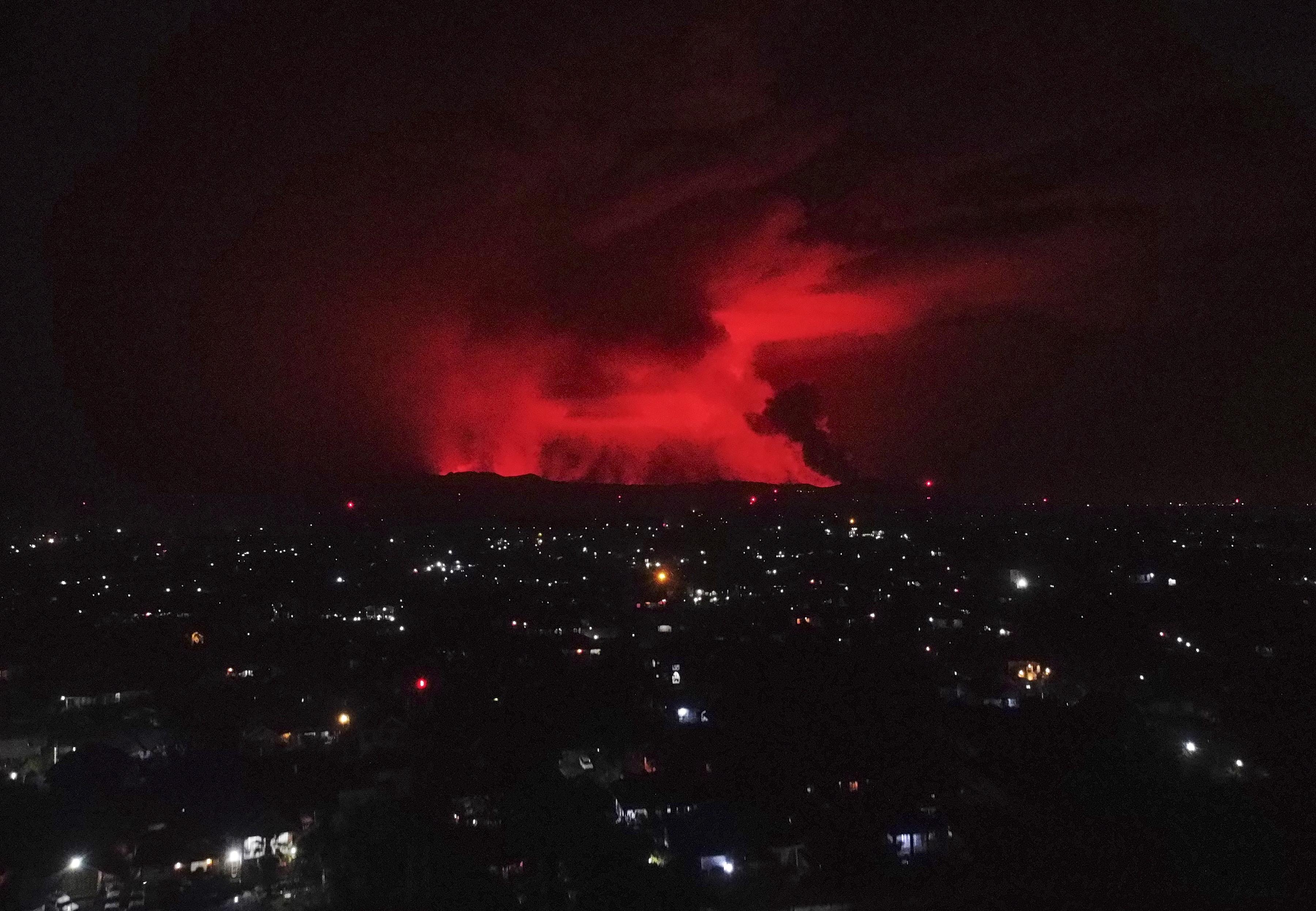 Vulcanul Nyiragongo din Republica Democrată Congo a erupt. Orașul Goma, evacuat. FOTO
