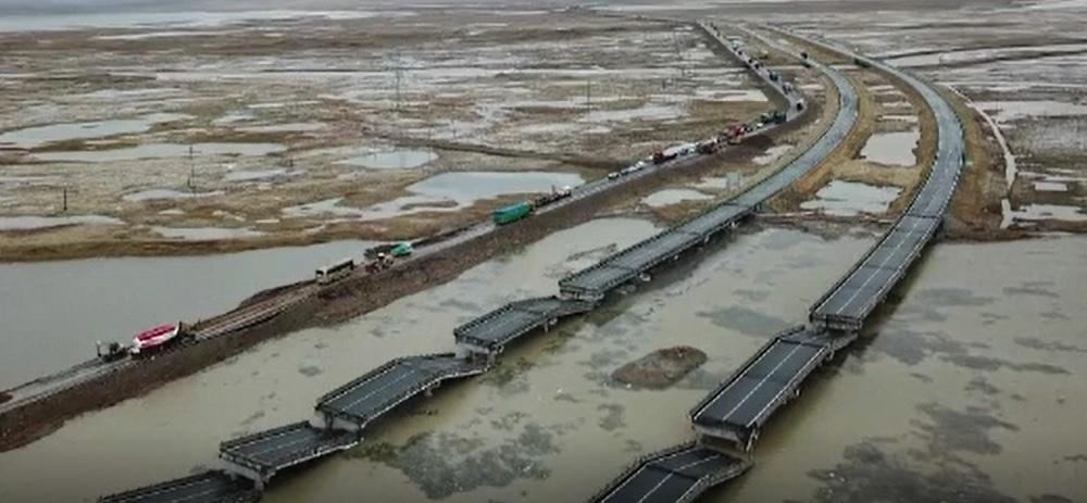 China, lovită de cutremure puternice. Două autostrăzi suspendate s-au prăbușit