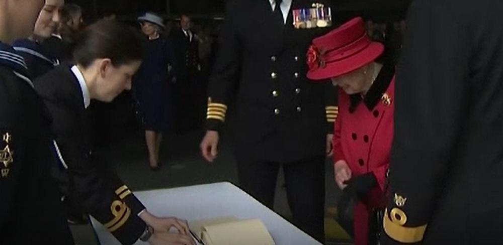 Regina Elisabeta a II-a a vizitat cel mai nou portavion al Marinei Regale
