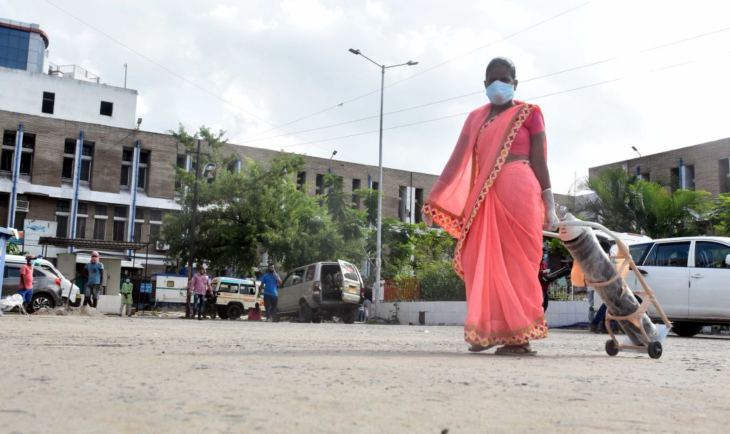 Cu mii de morți pe zi, India a oprit imunizarea tinerilor pentru că a rămas fără vaccinuri anti-Covid