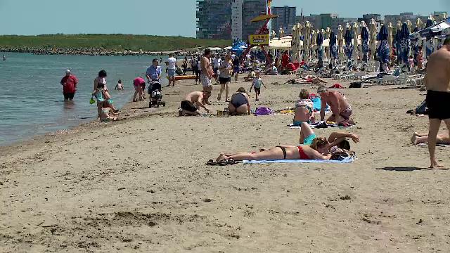 """Turiștii au profitat de prețurile mici și temperaturile bune de plajă: """"În sfârșit a venit vara!"""". Cât costă un sejur la mare"""