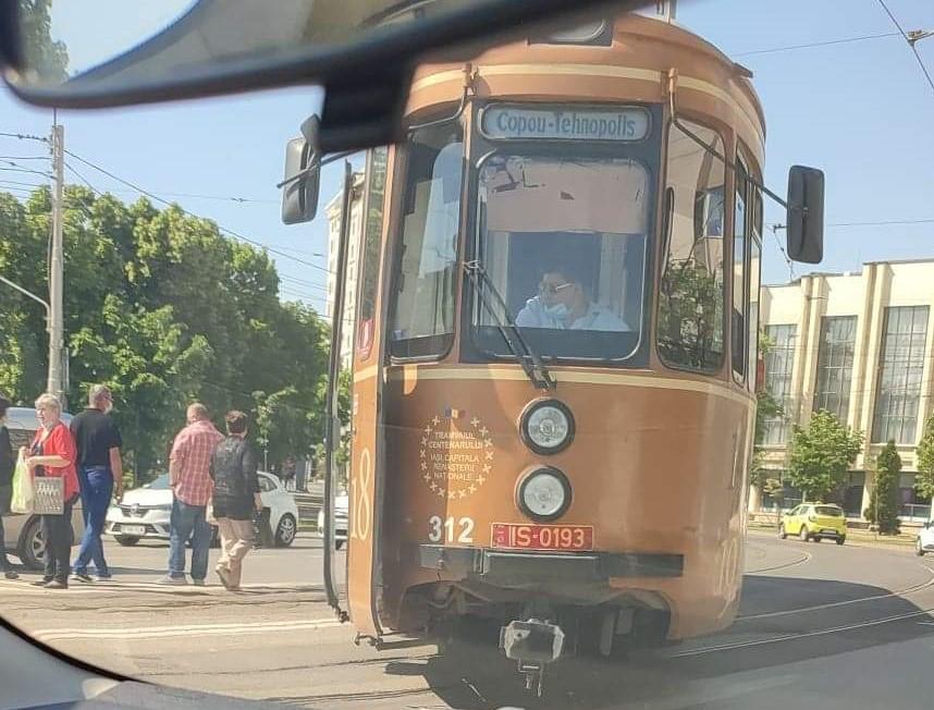 Un tramvai a deraiat la Iași dintr-un motiv incredibil. Care este starea pasagerilor