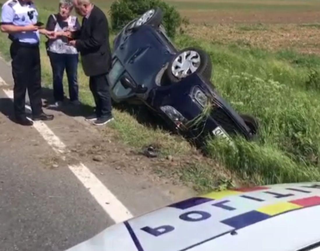 Accident inexplicabil în Prahova. S-au răsturnat cu mașina pe drum drept, fără niciun obstacol