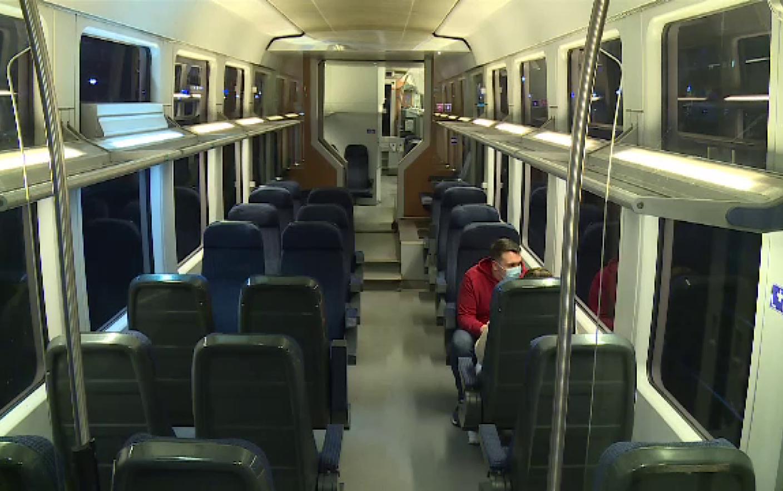 """De ce e un esec linia ferata de 100 de mil € de la Gara de Nord la aeroport. Romanii o folosesc """"din pura curiozitate"""""""