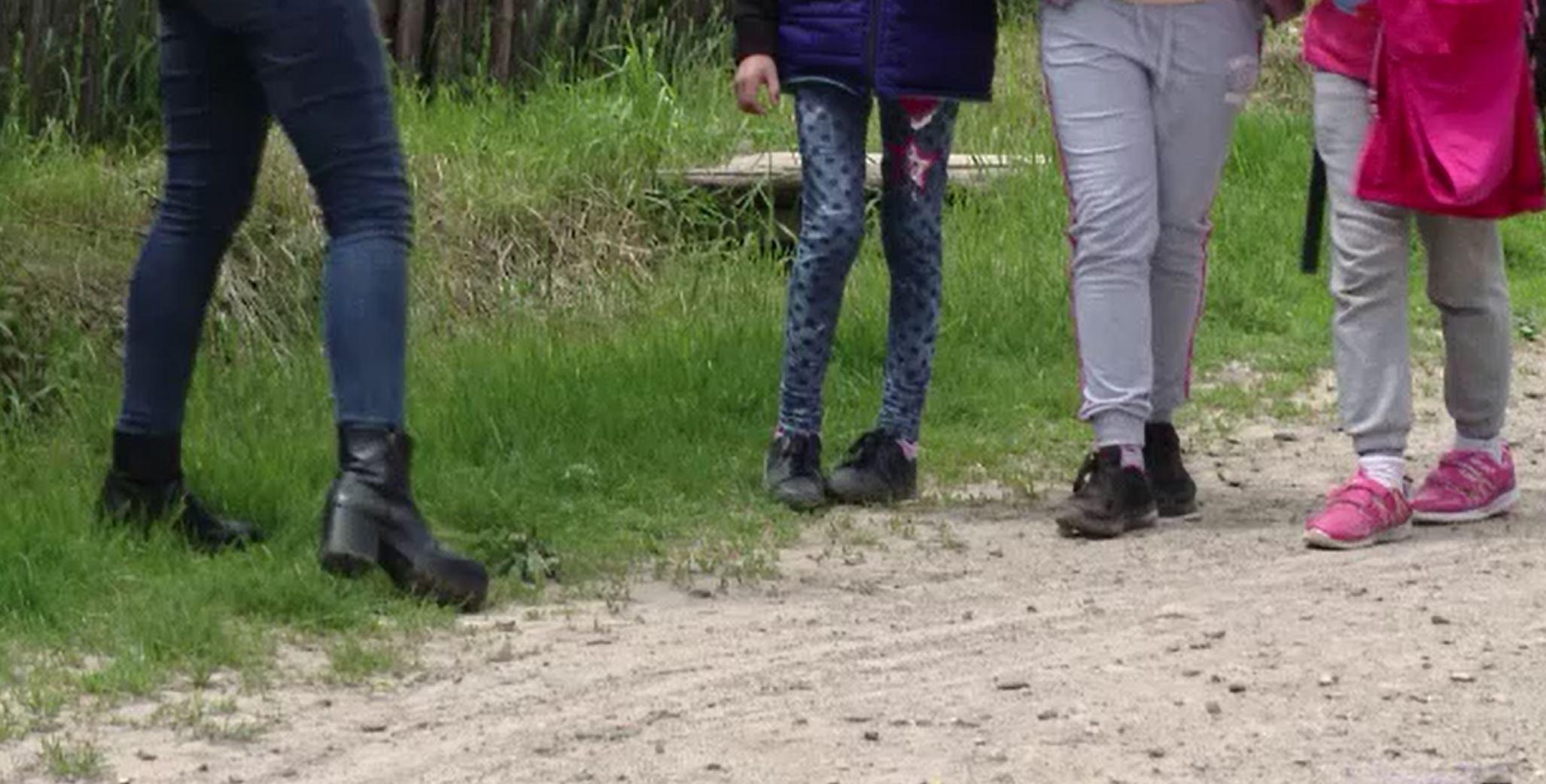 Poveste tulburătoare în Iași. Două fete de șase și șapte ani, abuzate sexual cu acordul mamei lor