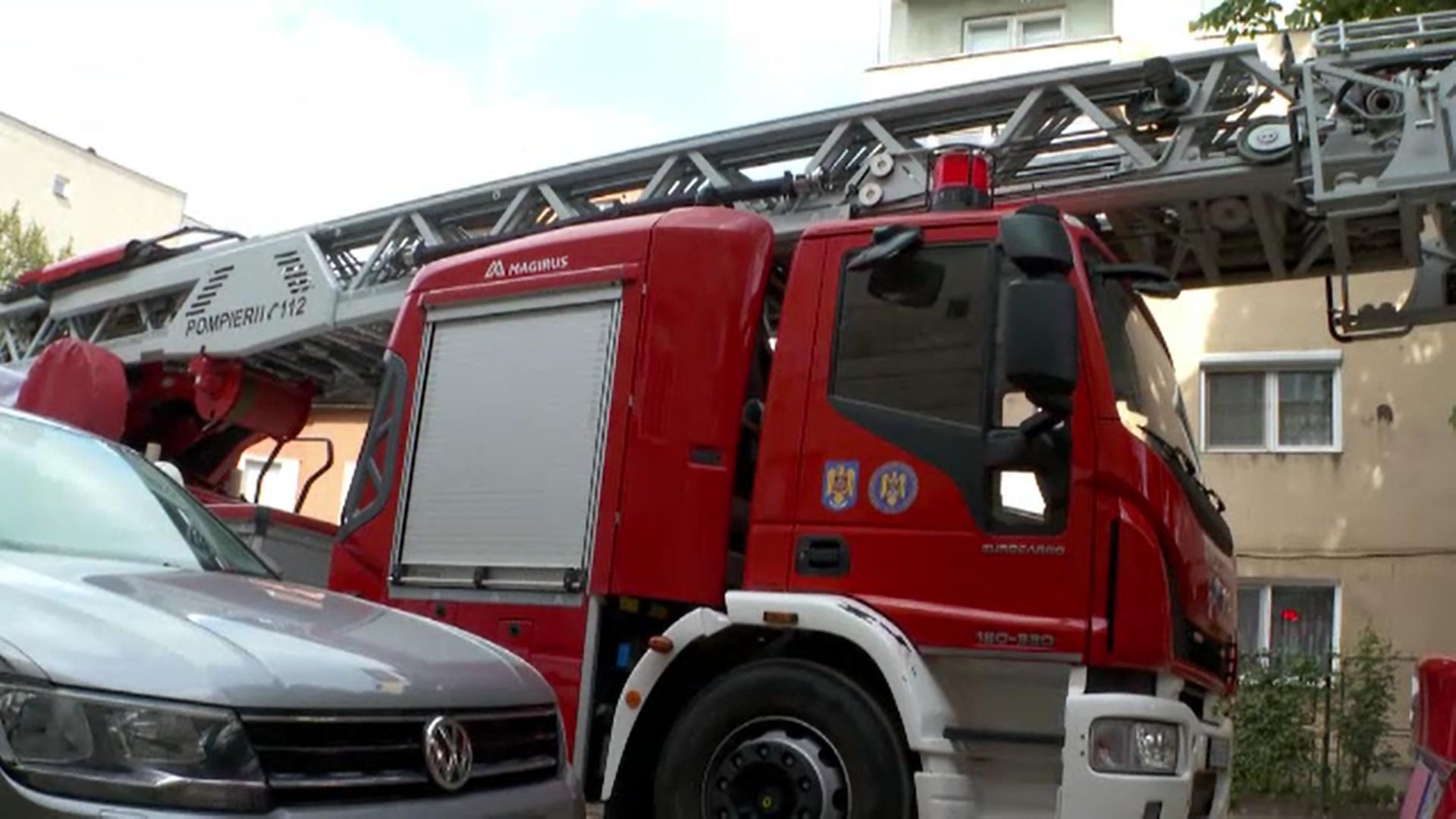 O femeie din Arad a pierit în incendiul care i-a cuprins locuința. Fiica ei a descoperit-o