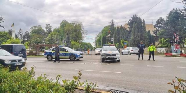 Polițist amendat și lăsat fără permis după ce nu a acordat prioritate într-o intersecție
