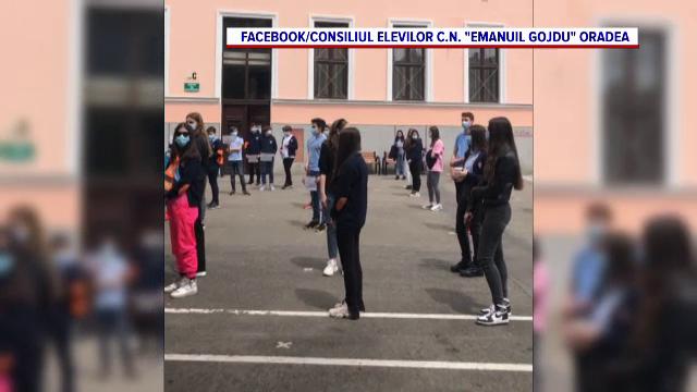 Sute de elevi și profesori din Oradea au protestat față de demiterea directorului unui colegiu