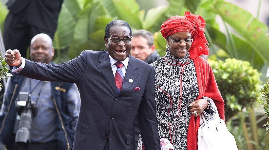 Văduva lui Robert Mugabe, amendată cu cinci vaci și o capră, pentru că nu și-a înmormântat soțul conform tradiției