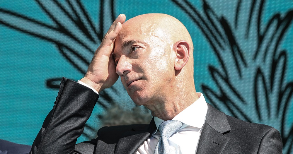 Jeff Bezos nu mai este cel mai bogat om din lume. Cine l-a depășit
