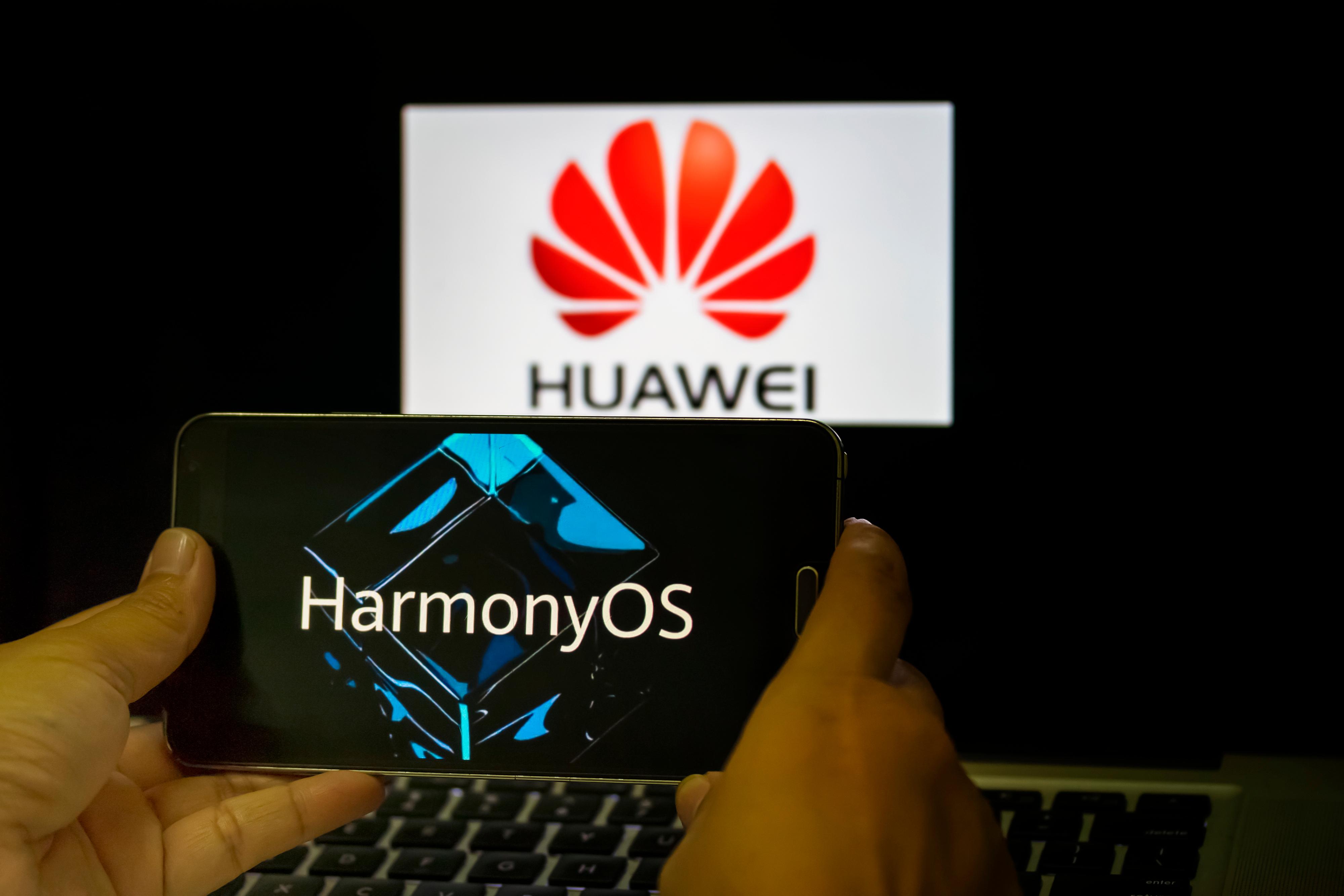 Huawei lansează Harmony OS pe 2 iunie. Ce reprezintă noua interfață a telefoanelor în raport cu Google