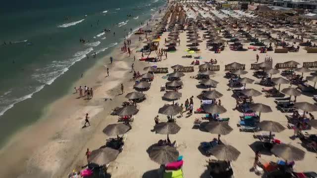 Zeci de evenimente în aer liber pe litoral, în weekend. Turiștii au parte de vreme bună