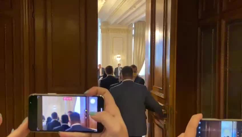 """Petrecere fără măști în Parlament, de ziua lui Orban. Cîțu: """"Nu pot să comentez"""""""