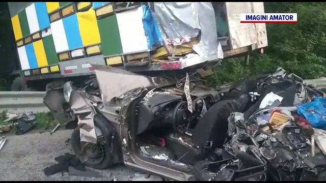 Un salvamontist a murit pe A1, după ce mașina sa a fost izbită de un camion pe banda de urgență