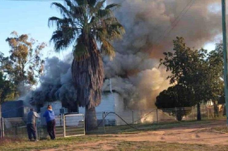 O femeie și copiii săi au rămas fără adăpost, după ce un incendiu provocat de șoareci le-a mistuit casa
