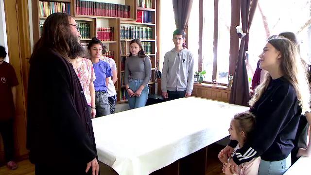 De 1 Iunie, un preot din judeţul Iaşi le va oferi copiilor sărmani mii de porții de tort și de pizza