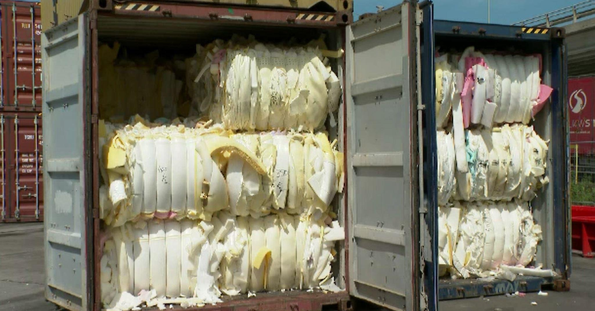 Două containere cu deșeuri exportate ilegal, descoperite la Constanța
