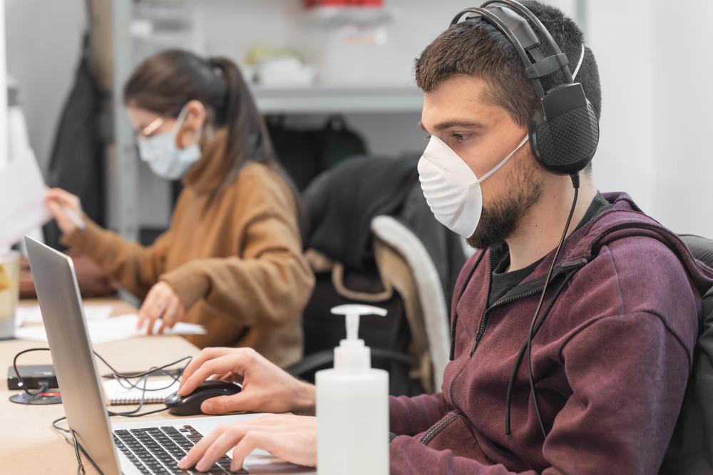 În ce condiții poți sta fără mască la birou, de la 1 iunie. Ce scrie în Hotărârea CNSU