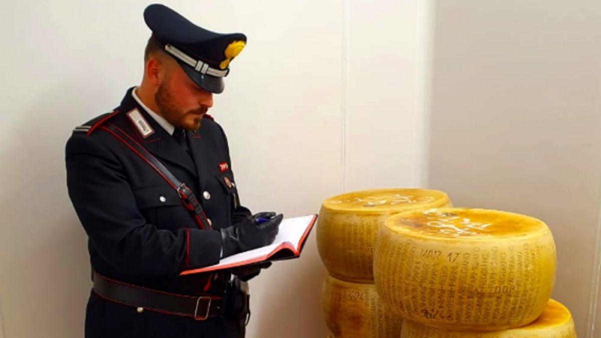 Un moldovean a furat 120 de roți de parmezan și apoi a dispărut. Nu își imagina că i se va întâmpla asta după 7 ani