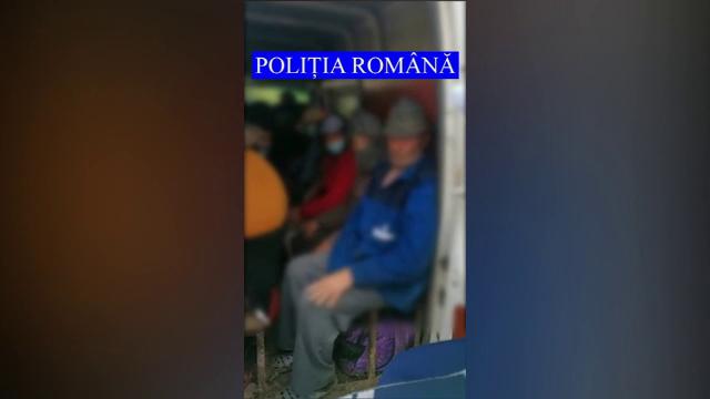 Un șofer din Galați, prins în timp ce transporta, fără licență, pasageri într-o dubă cu scaune improvizate