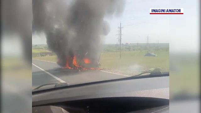 O mașină a luat foc în mers, la intrarea în Constanța