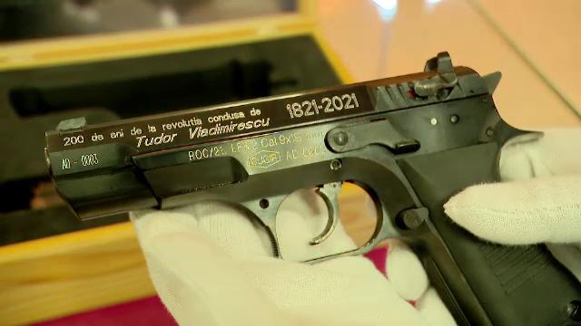 """Cum arată """"Pandurul"""", pistolul produs la Cugir, după ce a fost modernizat"""
